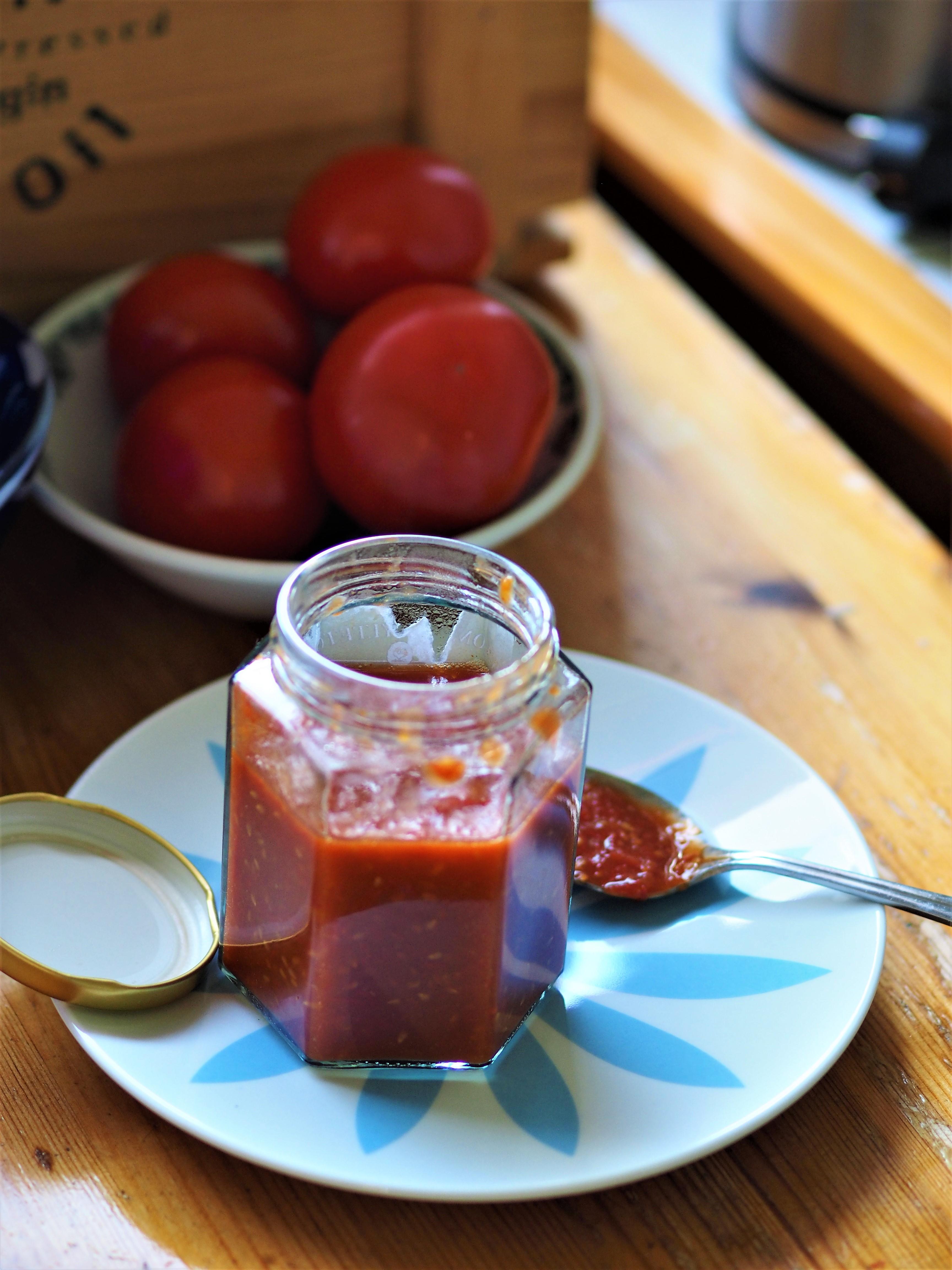 Italiensk tomatsyltetøy og heimalaga Ketchup